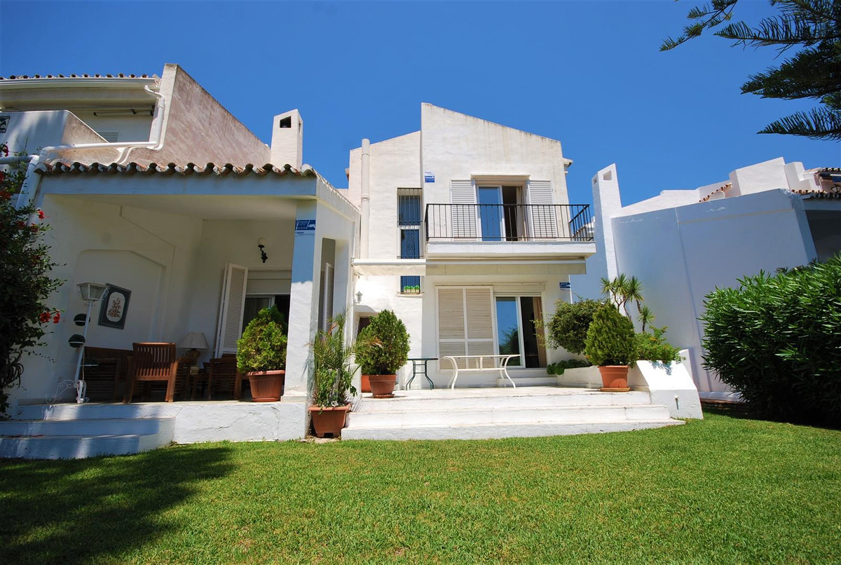 Fantastic southwest facing, semi-detached house with private garden.  It is distributed as follows: ,Spain