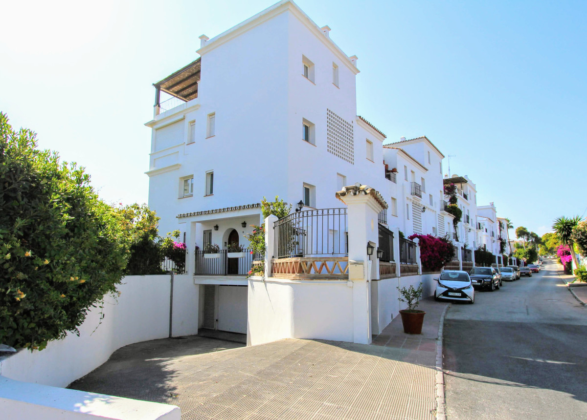 Apartment  Ground Floor 													for sale  																			 in San Pedro de Alcántara