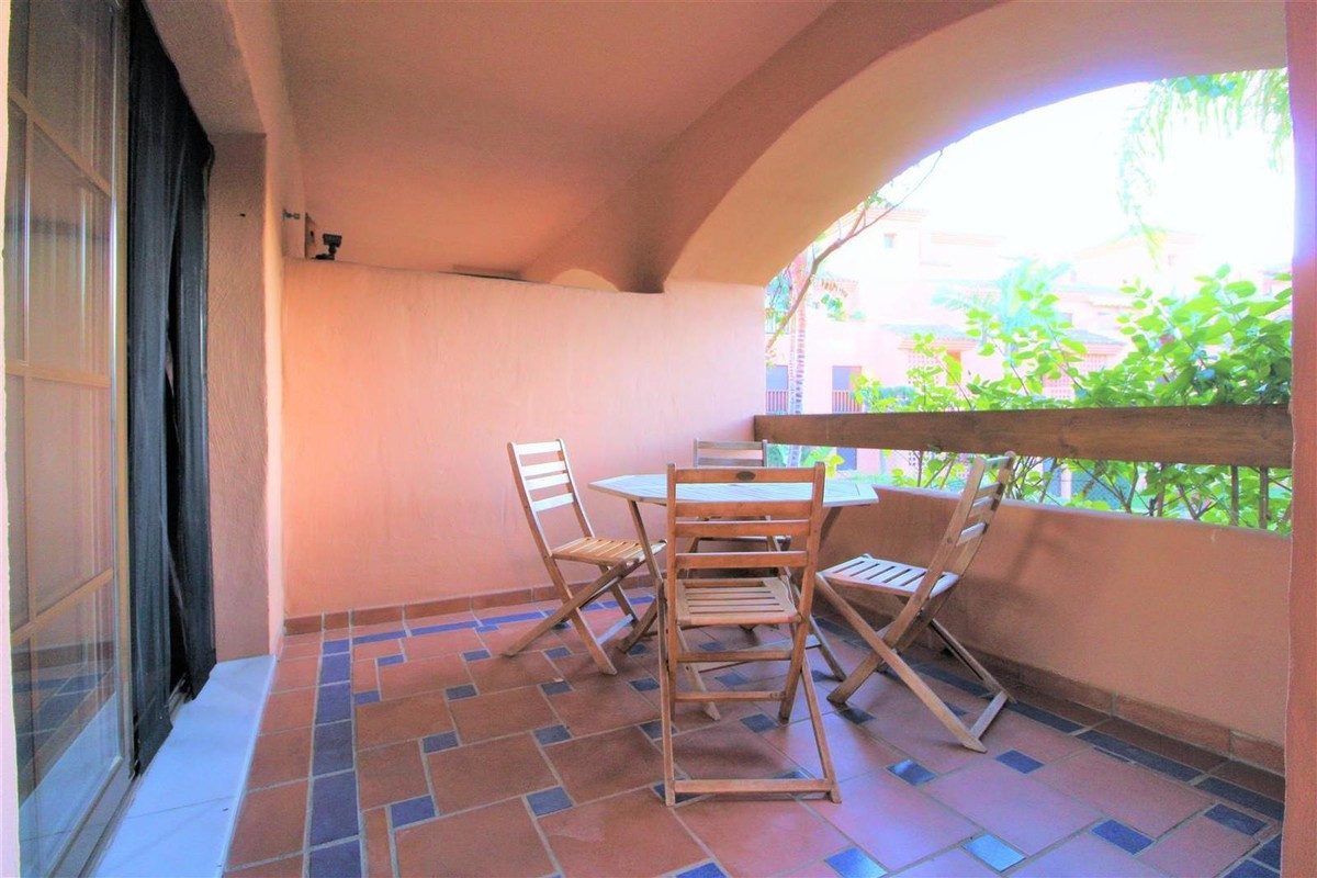 Apartment  Middle Floor 																					for rent 																			 in Hacienda del Sol