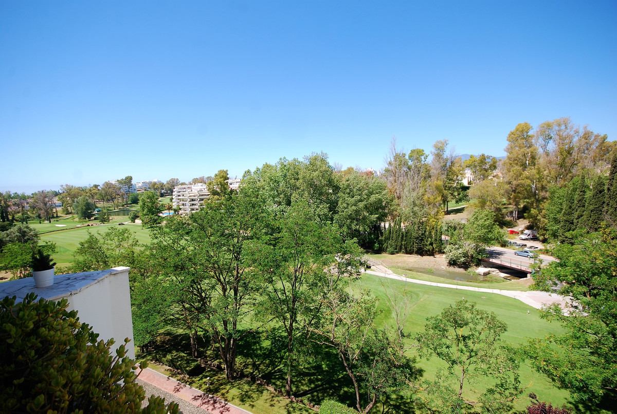 Apartment, Penthouse  for sale   and for rent    en Guadalmina Alta