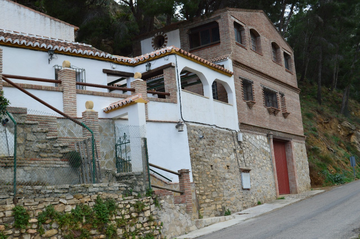 Townhouse  Terraced 													for sale  																			 in El Chorro