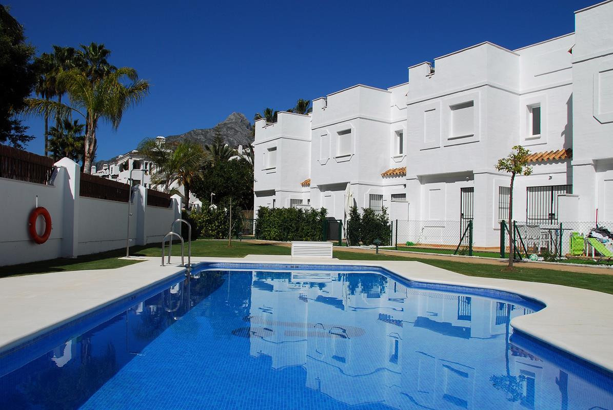 Townhouse  Terraced for rent  in Nueva Andalucía