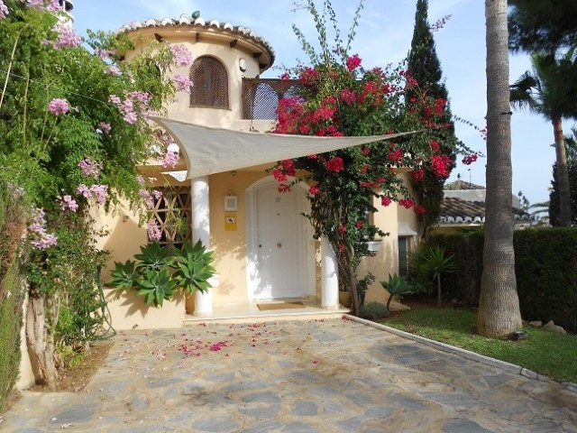 Townhouse  Terraced for sale   in Calahonda