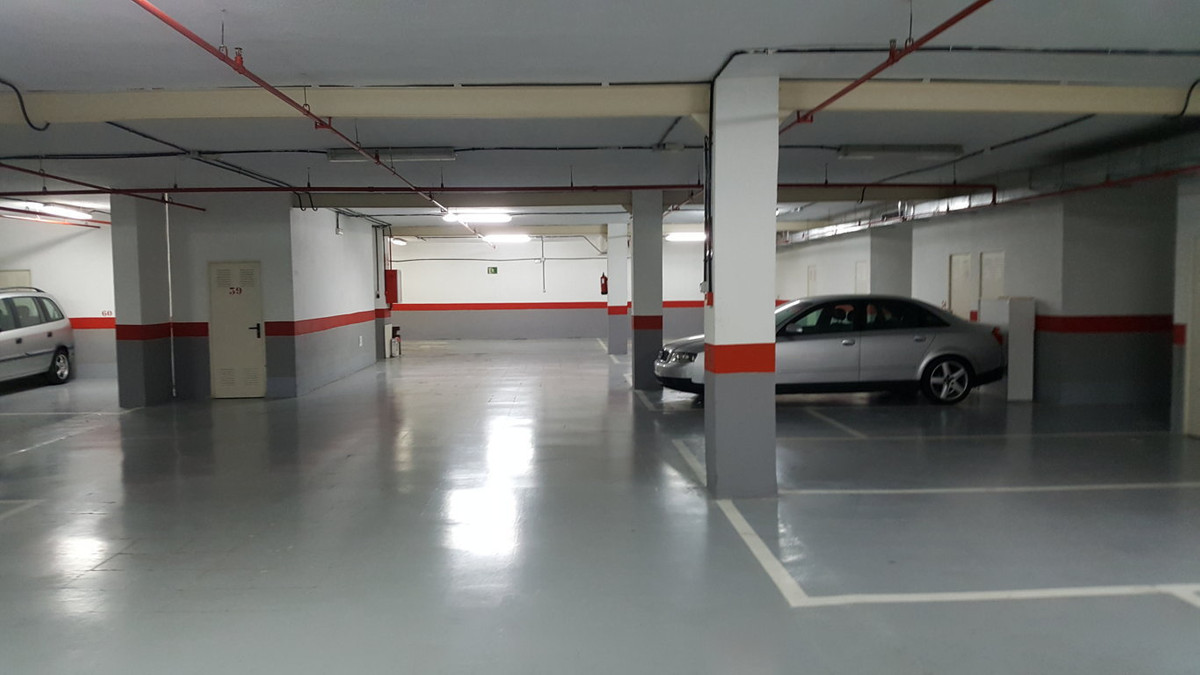 Commerce, Garage  en vente    à Marbella