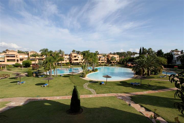 Apartment  Penthouse 																					for rent 																			 in Guadalmina Baja