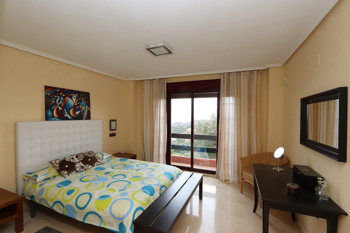 Apartment Middle Floor in La Mairena, Costa del Sol