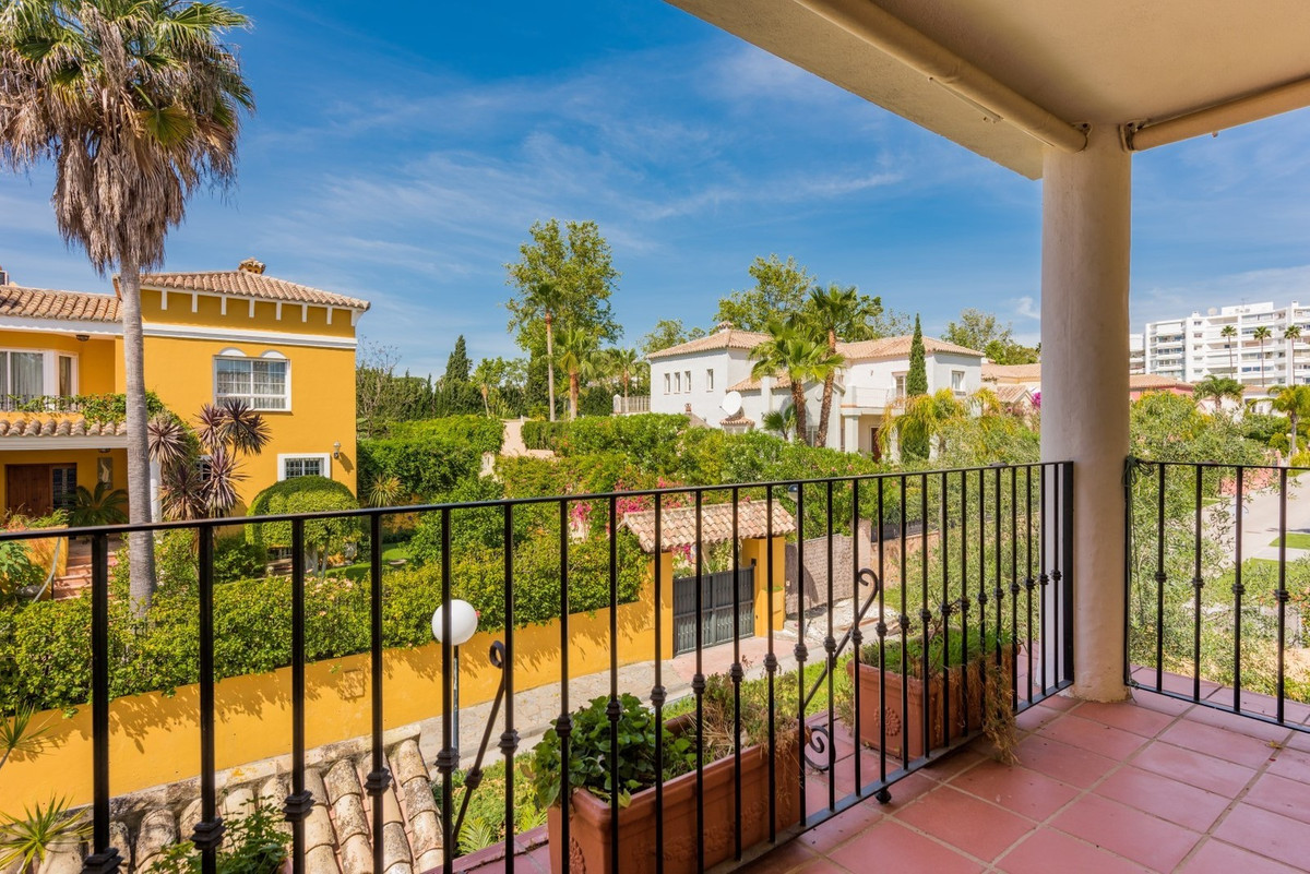 Villa Pareada en Guadalmina Alta, Costa del Sol