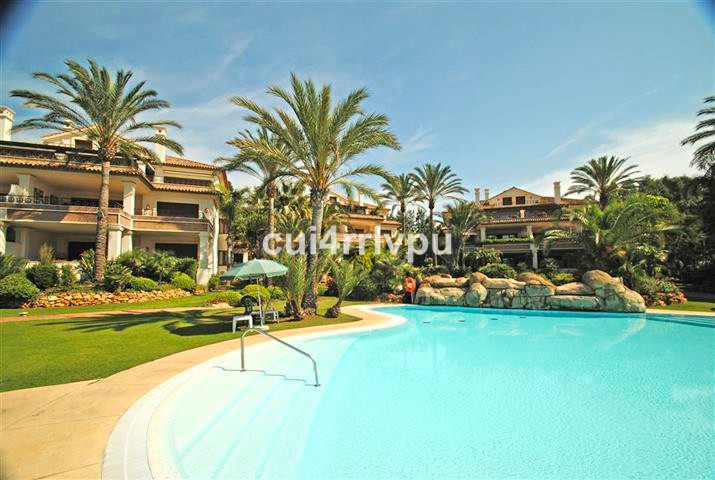Apartment  Middle Floor for sale  and for rent  in Los Monteros