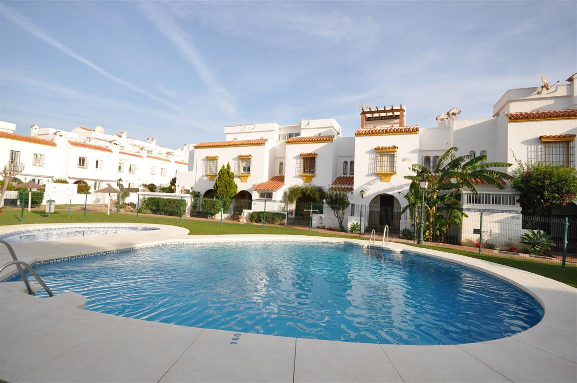 Townhouse  Semi Detached for rent  in Casares Playa