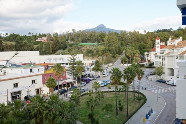 Apartment  Middle Floor for sale   in La Campana