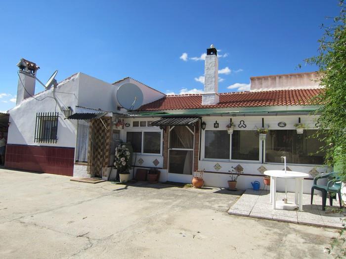 Villa, Finca  for sale    en Almogía
