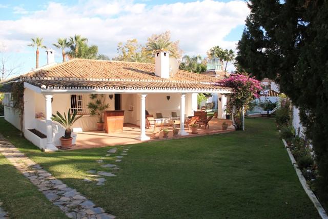 Villa  Independiente en alquiler  en Guadalmina Alta