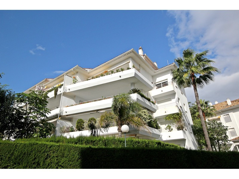 Apartment  Middle Floor 													for sale  																			 in Guadalmina Baja