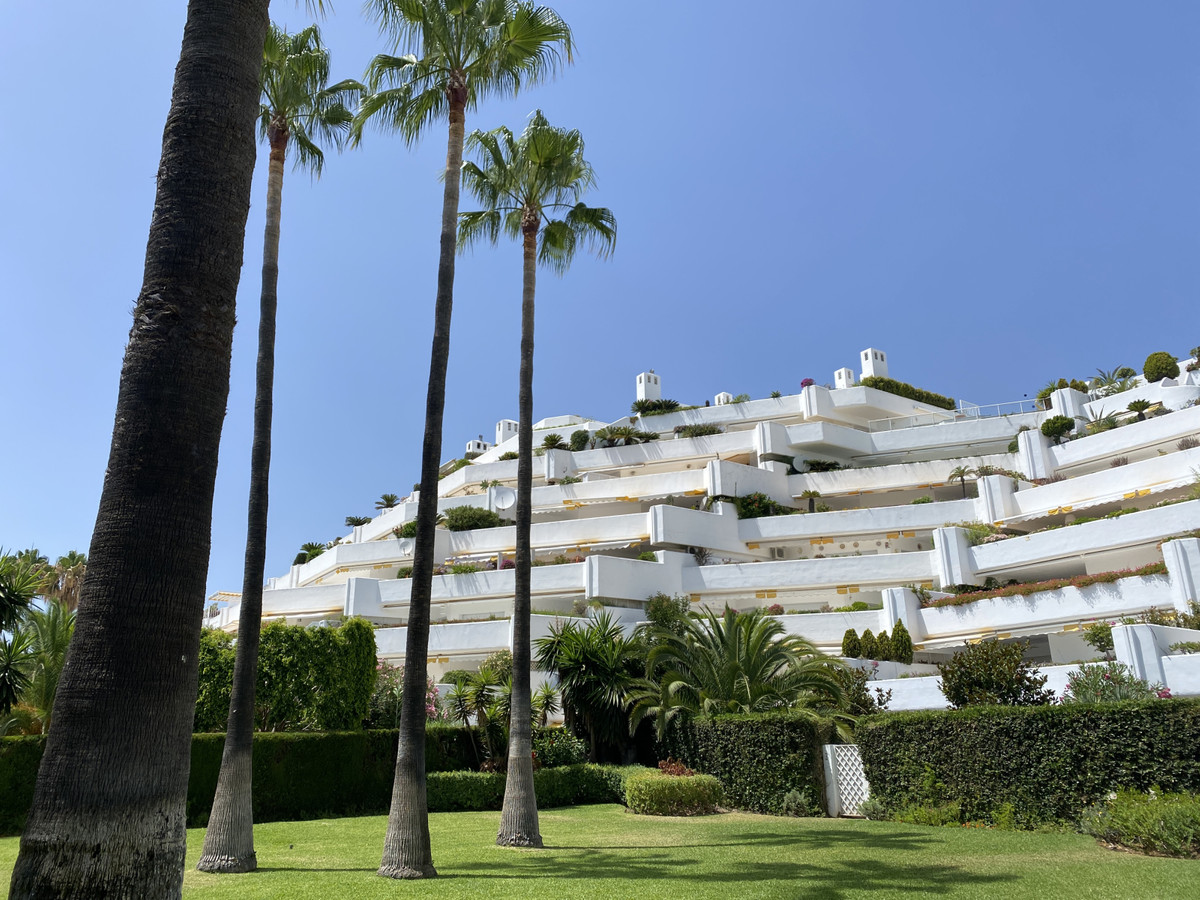 Apartment  Penthouse for sale   in Guadalmina Baja