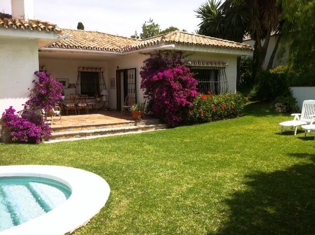 Villa  Detached for rent  in Guadalmina Alta