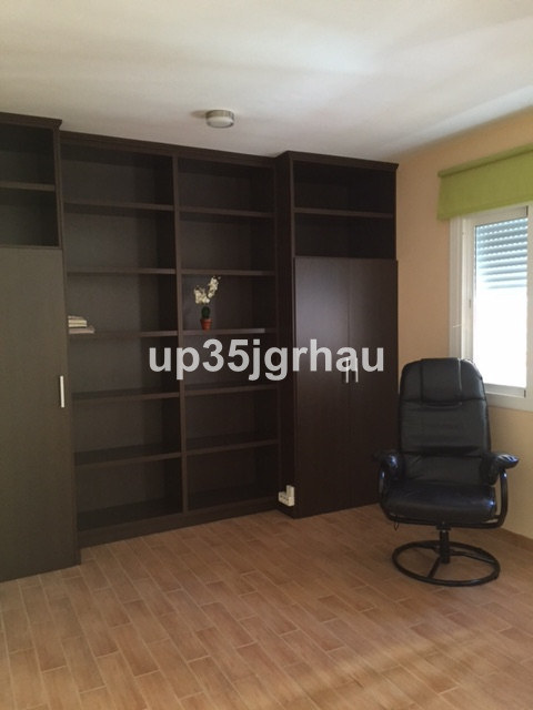 Commercial  Office 																					for rent 																			 in Estepona