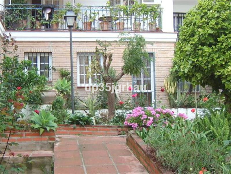 Villa  Semi Detached 													for sale  																			 in Estepona