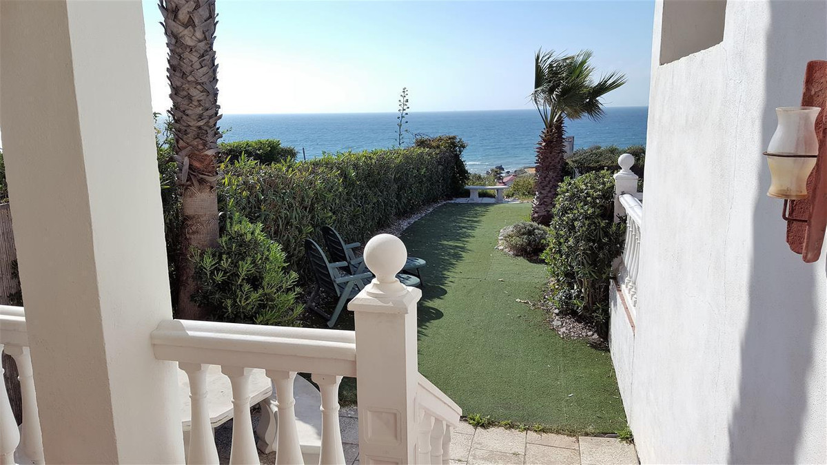 Townhouse Terraced in Casares Playa, Costa del Sol