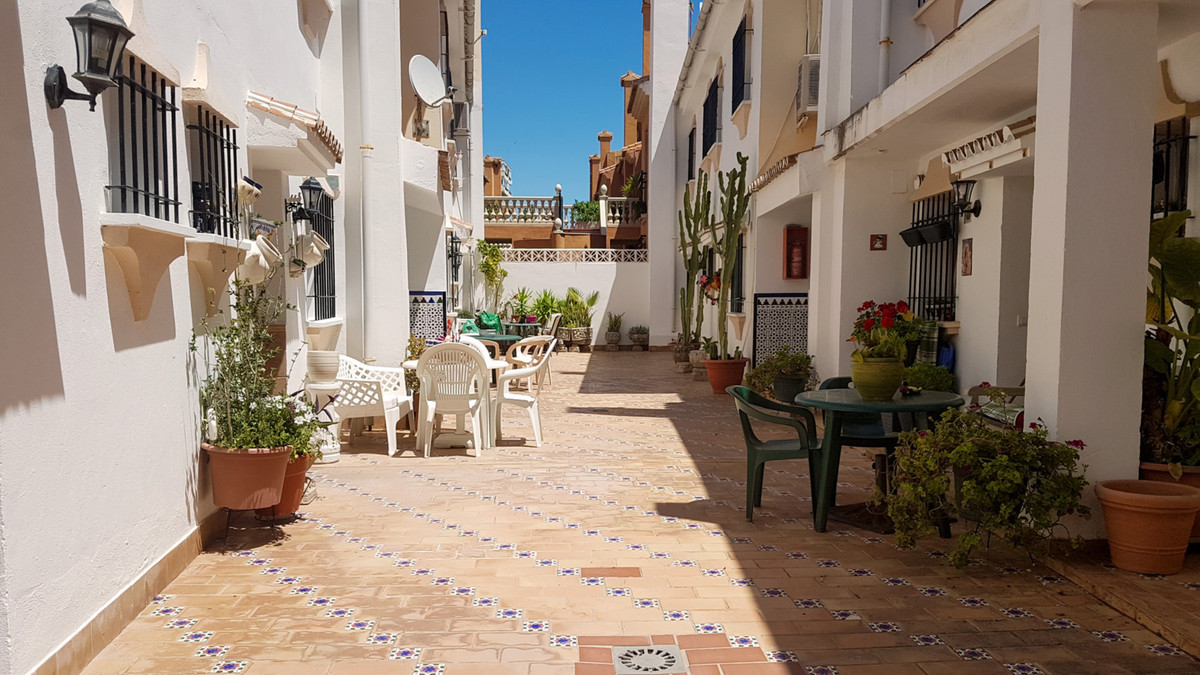 Apartment  Middle Floor for sale   in La Carihuela