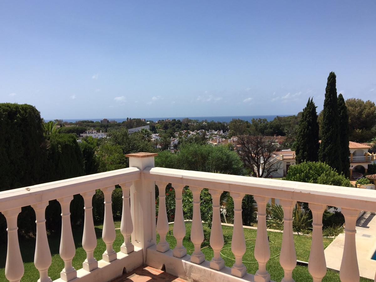 Villa  Detached for rent  in Elviria