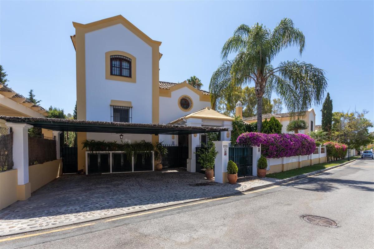 Fritliggende Villa i Guadalmina Alta R3463684