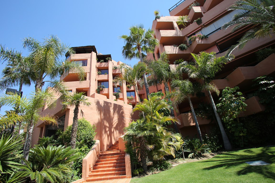Apartment  Penthouse 																									 in Estepona