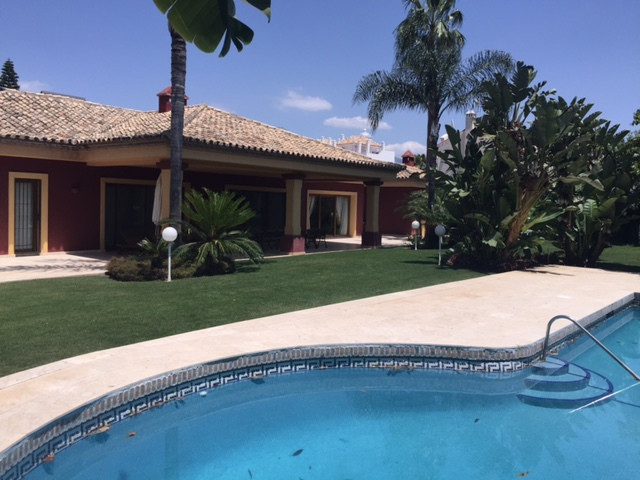 Villa  Independiente en alquiler  en San Pedro de Alcántara