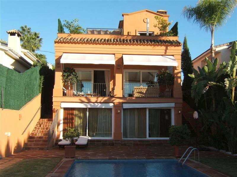 Villa  Detached 													for sale  																			 in Elviria