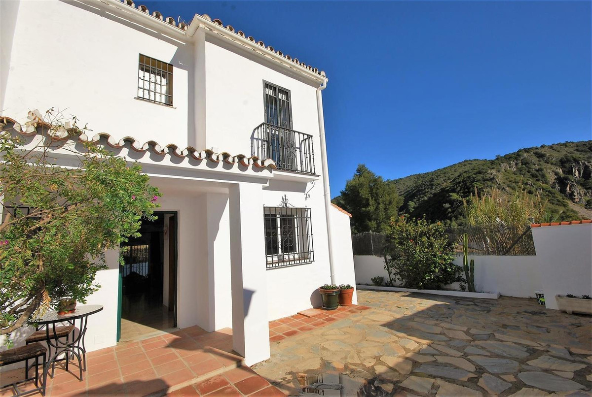 Villa, Semi Detached en venta en Benahavís
