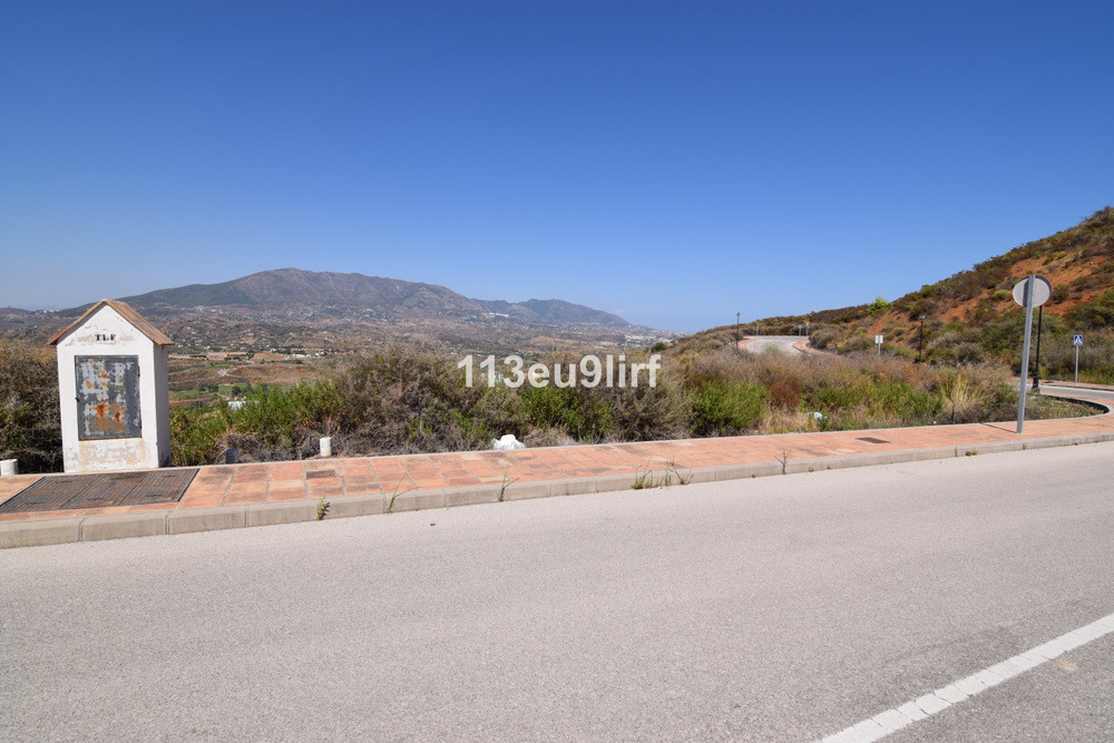Residential plot in La Cala Golf offering panoramic mountain and golf views. Current building regula, Spain