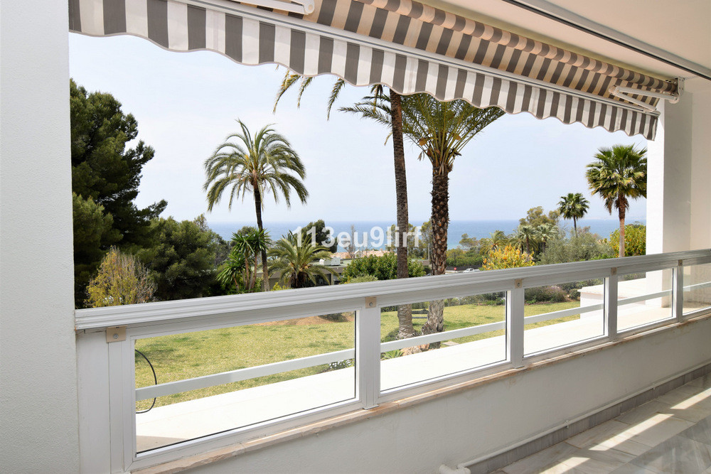 Situated only 200 m from the beach and bordering the famous Rio Real golf course, this exceptionally, Spain