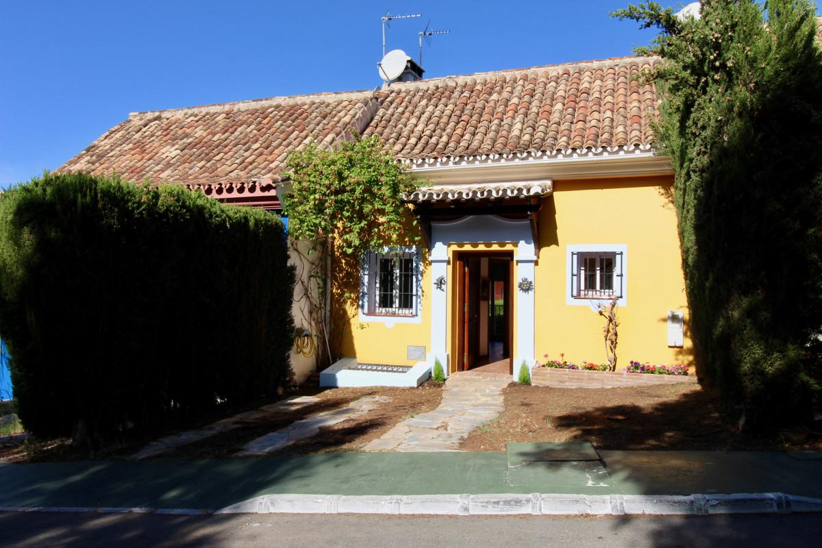 Adosada en Venta en Marbella – R3527602