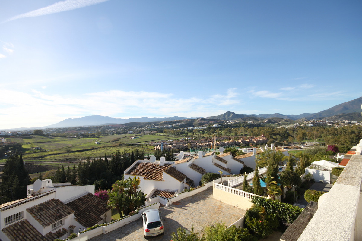 A spacious three bedroom townhouse with panoramic views situated in Atalaya Golf.  The property has ,Spain