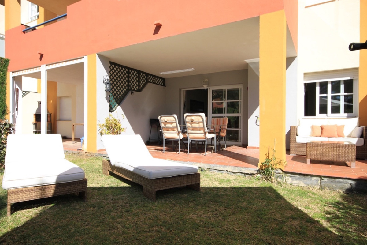 This bright and welcoming two bedroom apartment is located in the ever popular Atalaya Green Mar urb,Spain