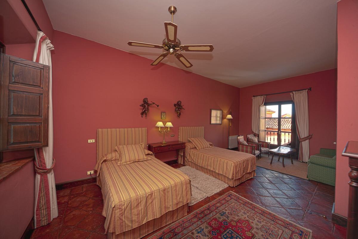 Villa con 12 Dormitorios en Venta Ronda