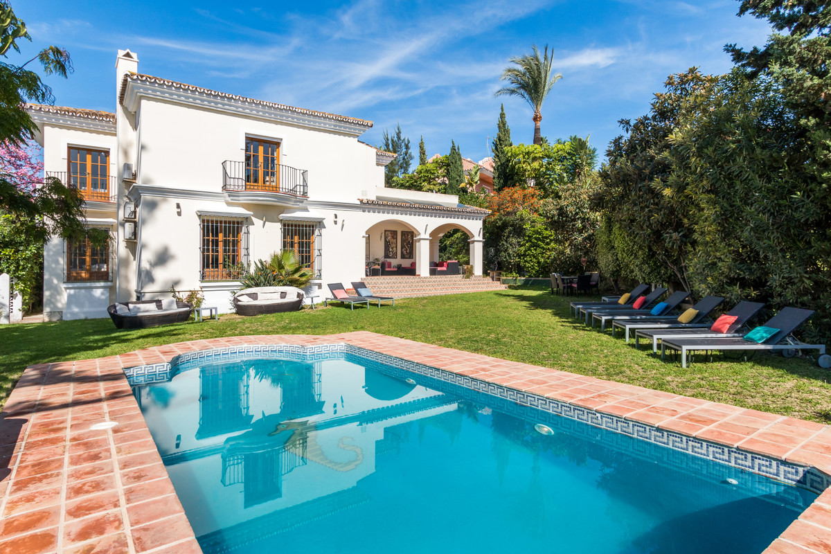 Located in a quiet cul-de-sac within sought after Guadalmina Alta, this superb family home offers sp,Spain