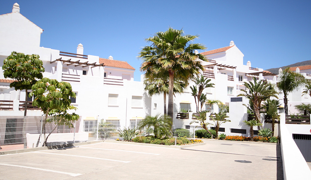 This well presented apartment is situated within a Golf Resort environment and offers a comfortable , Spain