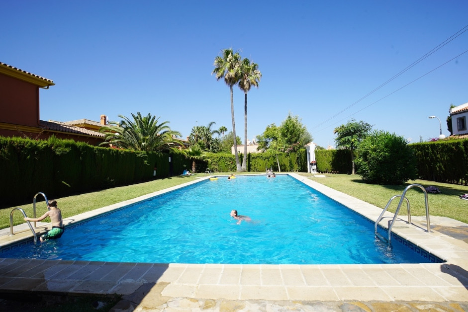 Villa, Semi Detached  for sale    en Estepona