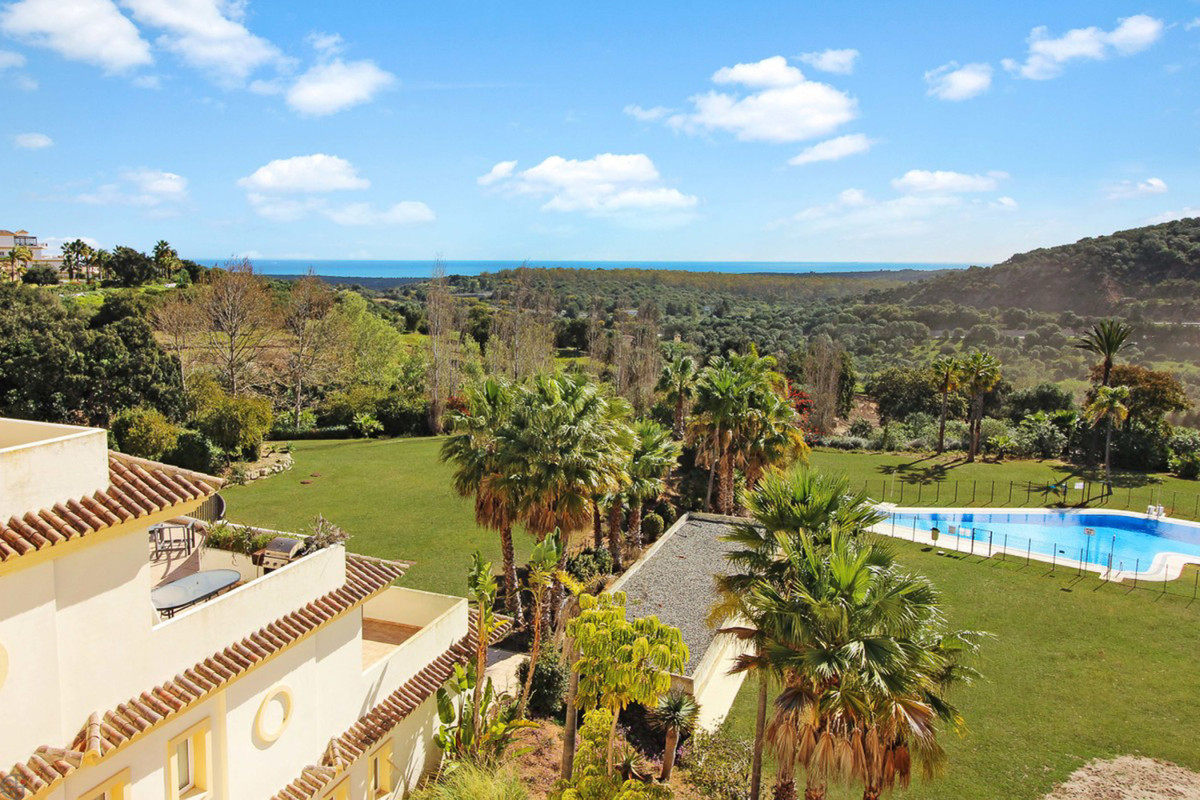 REDUCED - opportunity!  Luxury apartment in San Roque Club - with panoramic views  The property cons,Spain