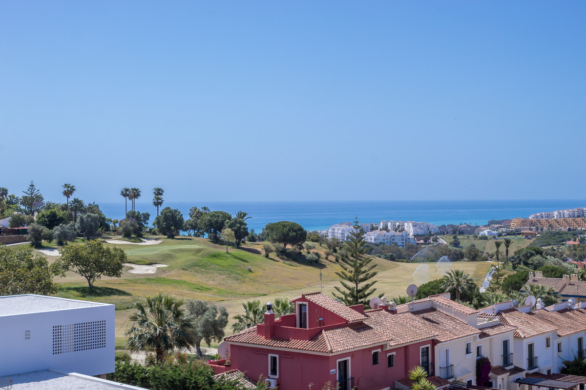 Fantastic townhouse with panoramic mountain and sea views.  The property consits of 3 beds, 2 baths,,Spain