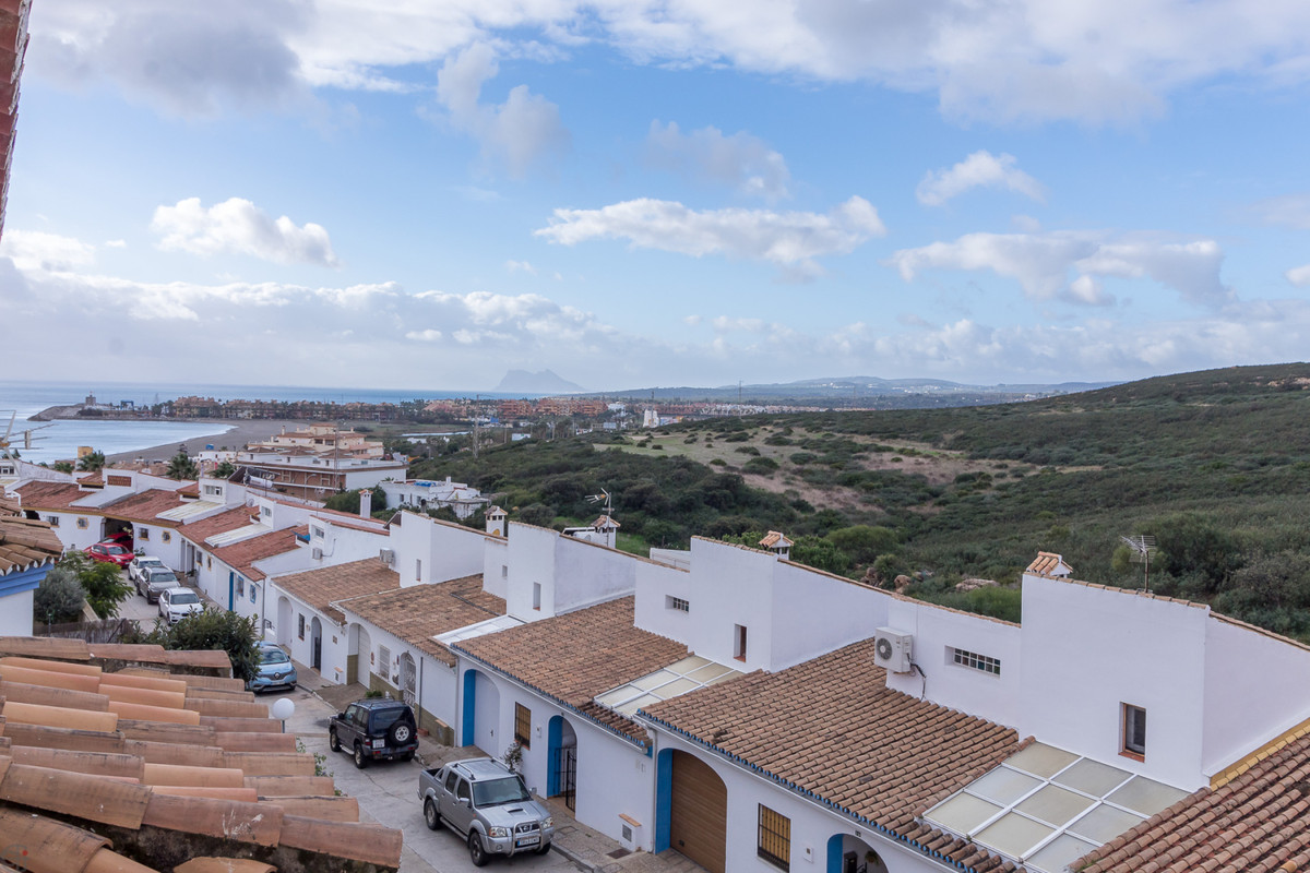 Spacious townhouse in walking distance to the beach.  This great house is distributed on 3 floors. T,Spain