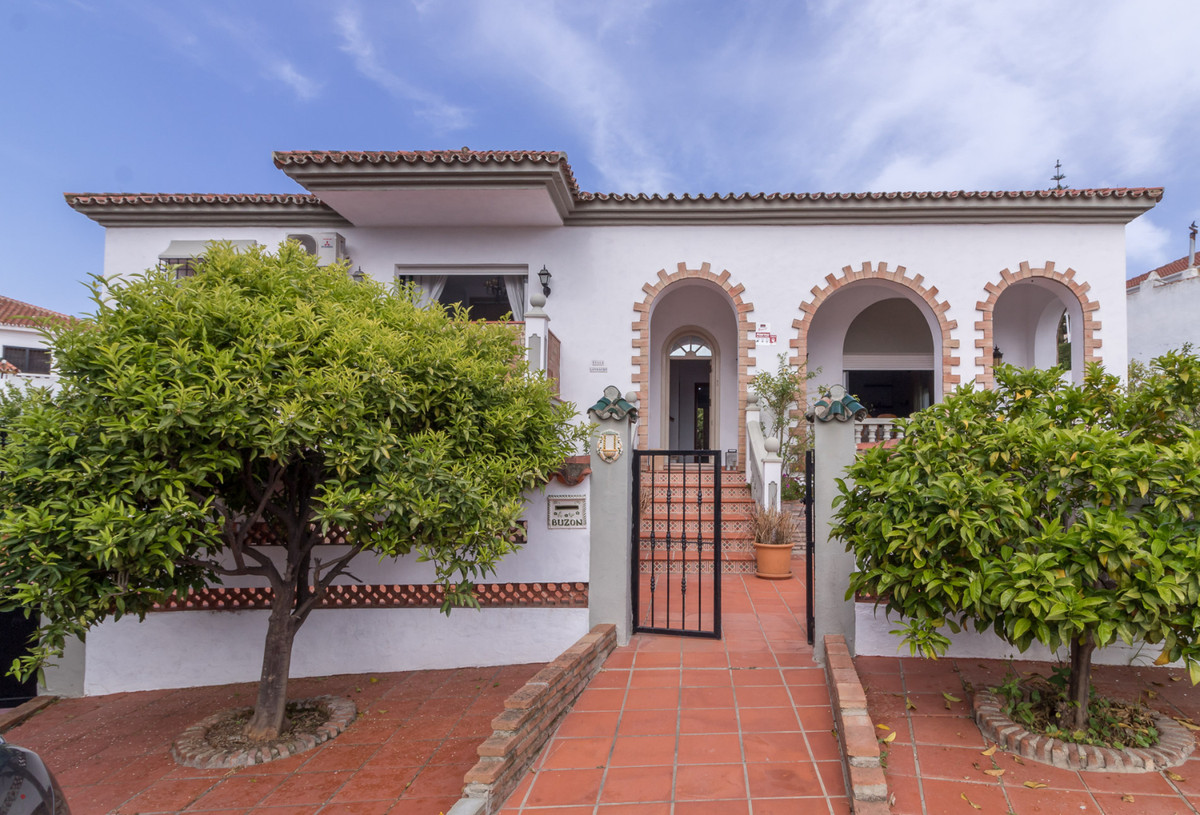 Beautiful villa in a quiet area  This lovely home consists of 4 bedrooms, 2 bathrooms (1 ensuite), s, Spain