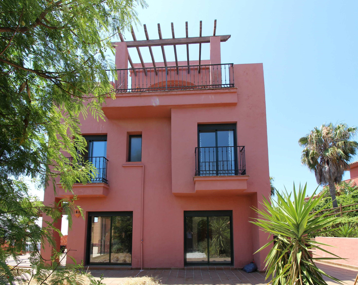 Comfort, tranquility and fantastic sea views, this house has it - and much more!  The exclusive corn,Spain