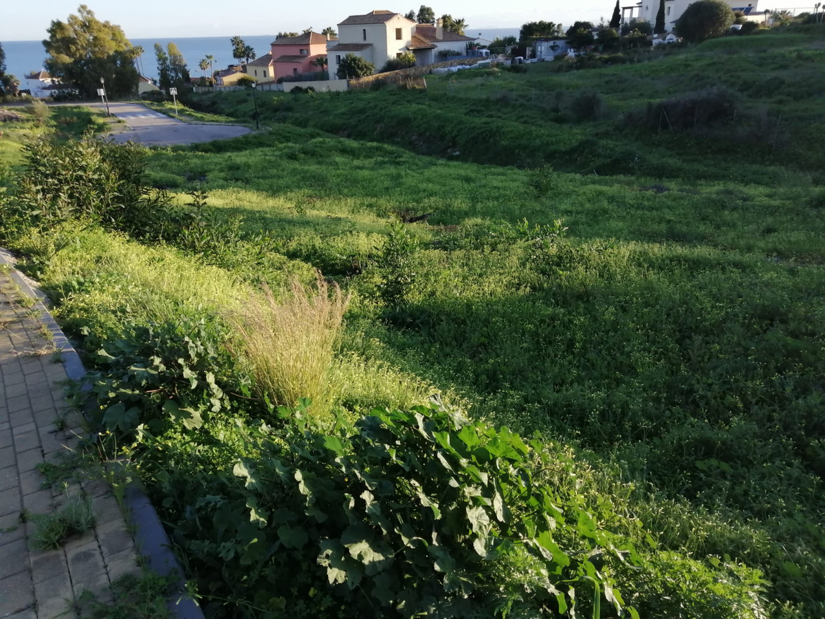 Residential plot in a quiet area with fantastic sea views.  Plot size: 500 m² / or combined (2 plots,Spain