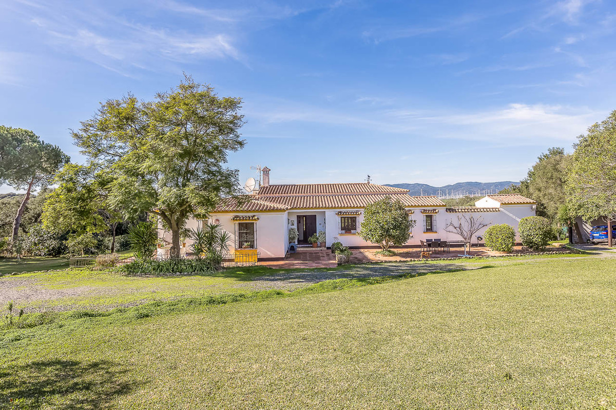 Beautiful country house in San Roque.  This charming house, built on a very high quality, consits of,Spain