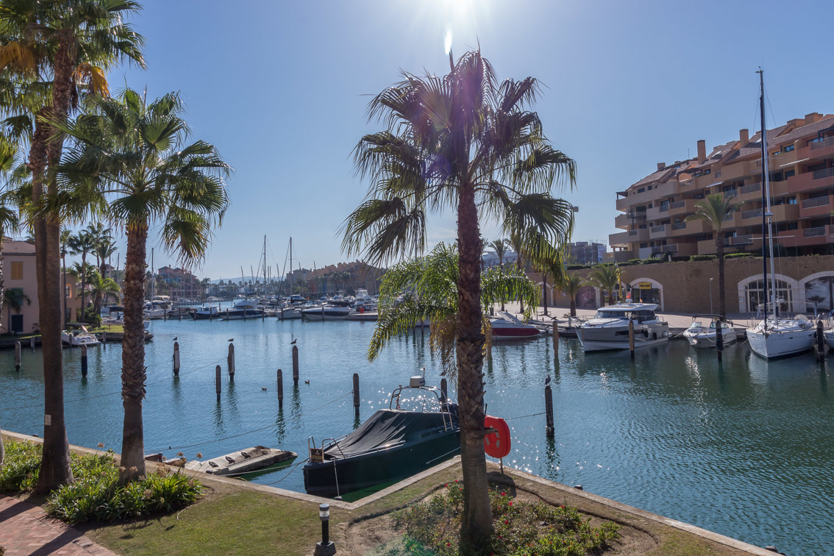 Pure luxury - Apartment with private pool overlooking the marina of Sotogrande  An apartment that in,Spain