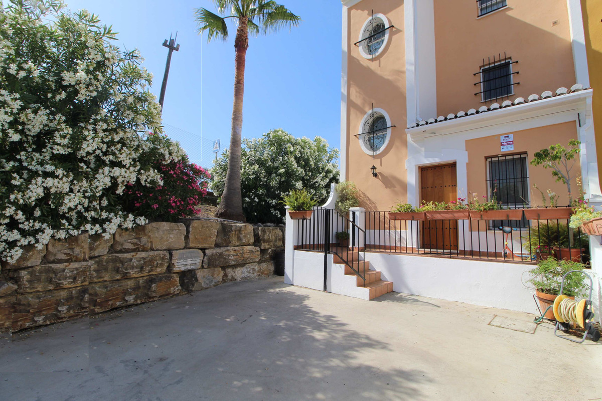 Lovely town house in Bahia de Casares.  This lovely town house is located in the beautiful urbanizat,Spain