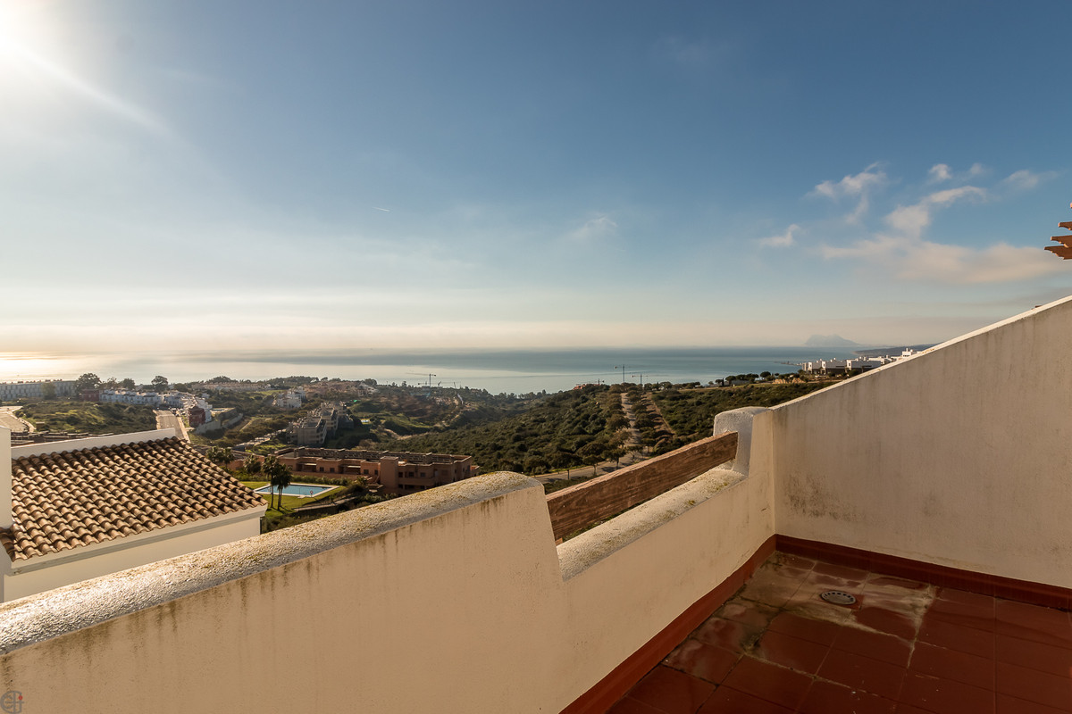 Fantastic townhouse with stunning  sea views.  This spacious house consists of a large living/dining, Spain
