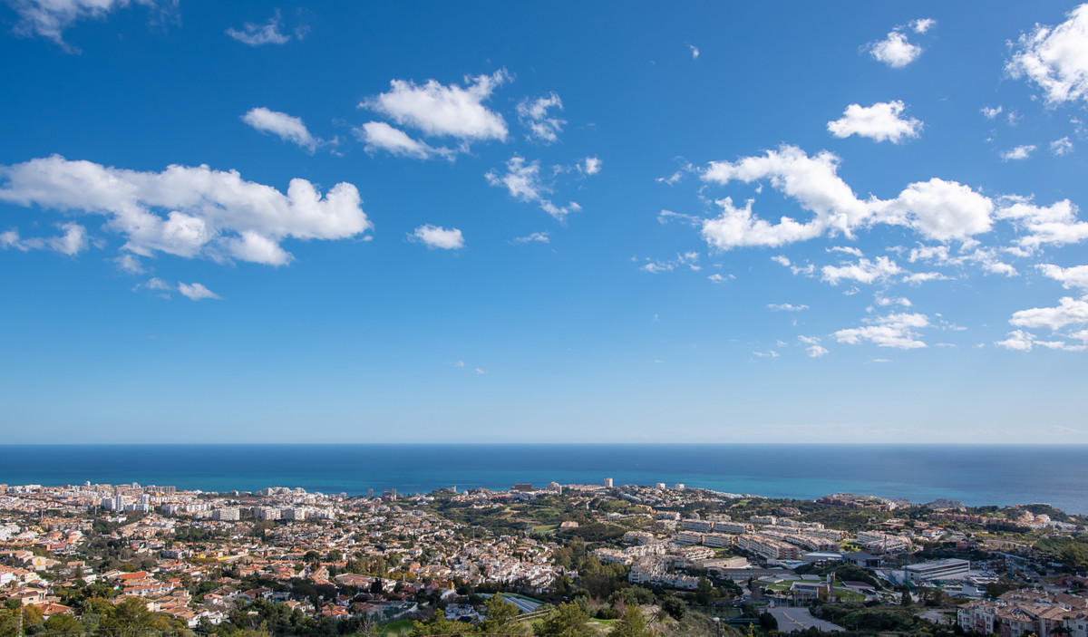 This modern 2 bedroom duplex penthouse is located in a gated community in the heart of Benalmadena a,Spain