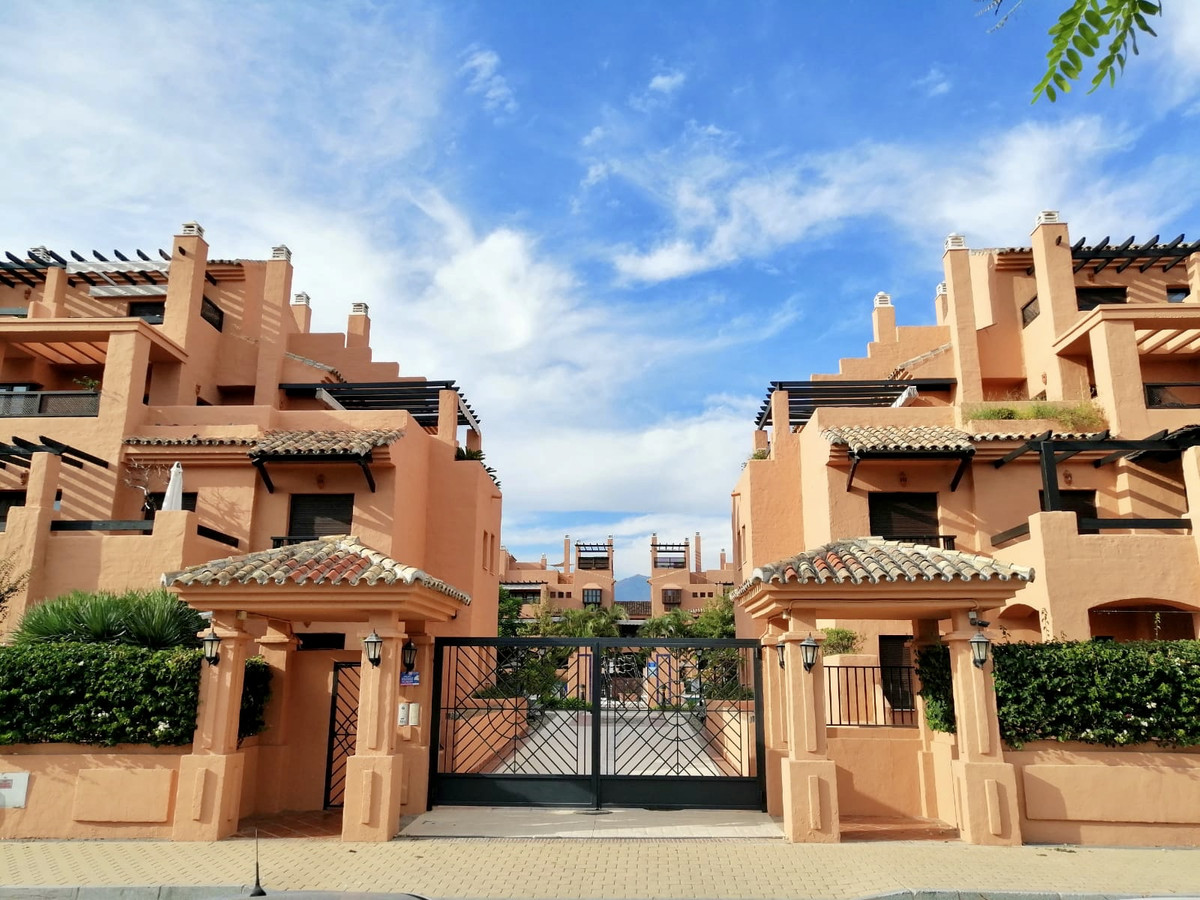 This wonderful apartment is found within a truly high standard neighborhood in Estepona, based in a , Spain